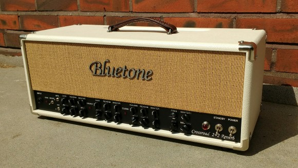 Bluetone Crossroad 2+2 Reverb Head Ivory bronco frontside 25.5.2016